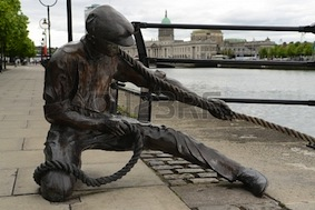 23302295-the-linesman-statue-at-the-bank-of-liffey-dublin-irelandartist-dony-macmanus